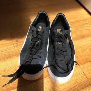 PUMA suede platform sneaker *never worn*